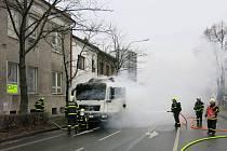 Požár nákladního automobilu MAN, převážejícího 5 tun plechů, v Novém Jičíně.