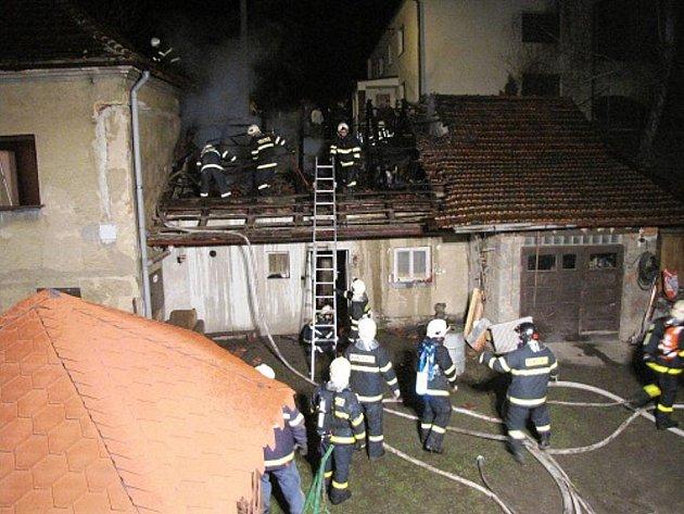 Požár hospodářského objektu v obci Vražné.