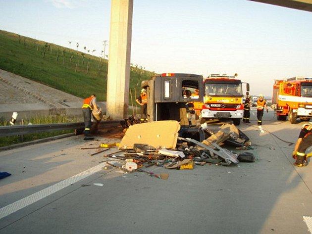 Dnes brzy ráno došlo k tragické nehodě na dálnici D1 na úrovni obce Kujavy, ve směru na Bohumín.