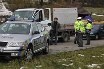 Rozhraní Novojičínska a Vsetínska, Pindula, zažilo velkou policejní akci. S prvním listopadovým dnem začala platit povinnost zimního přezutí a strážci zákona se rozhodli na řidiče dohlédnout.