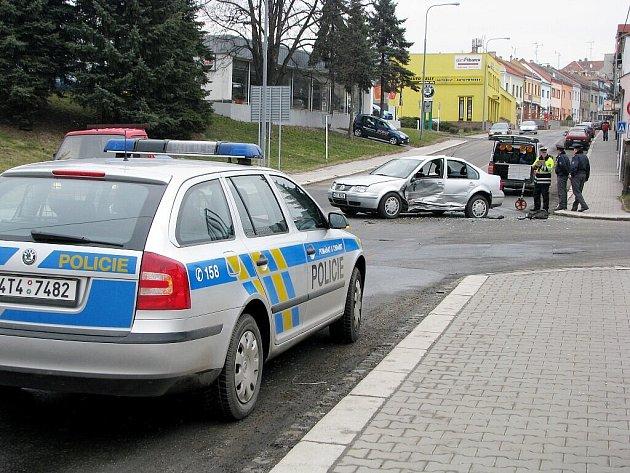 Dopravní nehoda, která se stala ve čtvrtek 26.března na Hřbitovní ulici v Novém Jičíně.