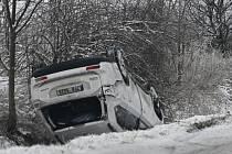 Ledovka dnes trápila řidiče na Novojičínsku.