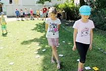 Pro malé táborníky jsou připraveny soutěže a hry a také výlety do města a okolí.