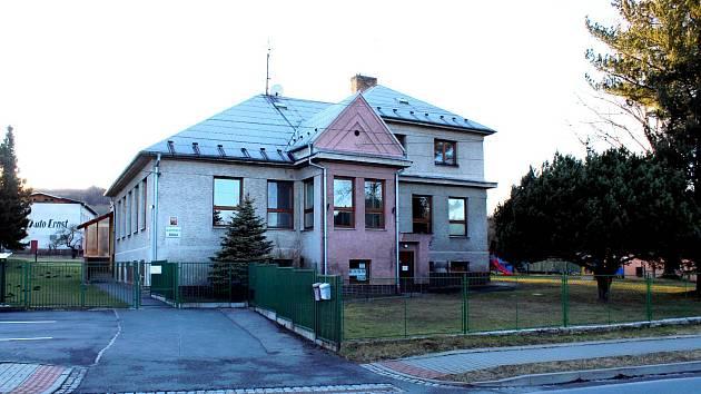 BUDOVA Mateřské školy v Ženklavě, která je v obci od roku 1930, bude nějaký čas v rekonstrukci. Foto: Deník/Ivan Pavelek