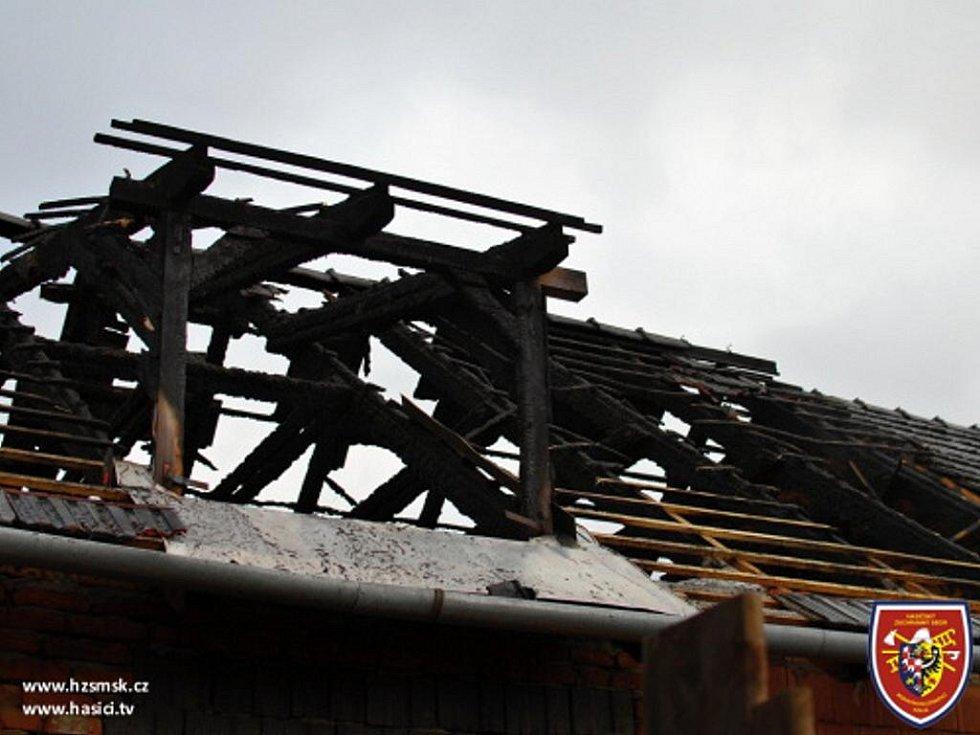 Hospodářské stavení zachvátil požár