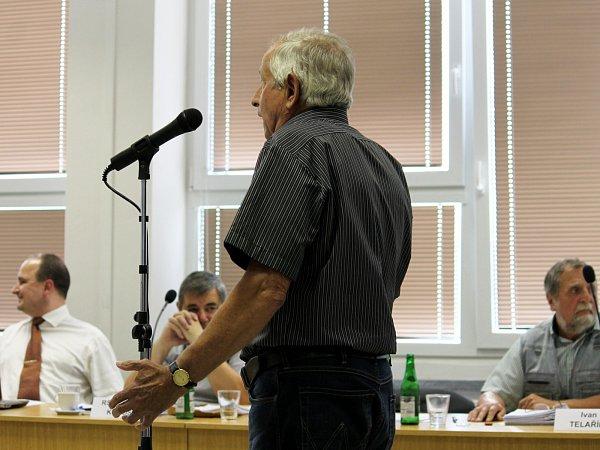 Předseda přípravného výboru občanů Lubiny pro osamostatnění Karel Matula je rezolutně pro osamostatnění. Alespoň to bylo cítit zjeho projevu