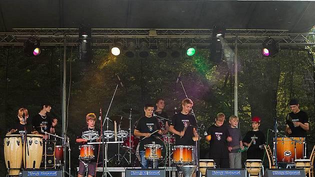 Parta mladých bubeníků ze ZUŠ Odry, ktreá vystupuje pod názvem Crash Drums, má za sebou už několik velkých akcí.
