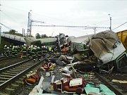 Vlak EuroCity Comenius jedoucí z Krakova do Prahy narazil ve Studénce do spadlé části mostní konstrukce. Nehoda si vyžádala smrt několika cestujících, další desítky osob byly zraněny.