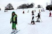 Maškarní rej na lyžích na sjezdovce Polďák.