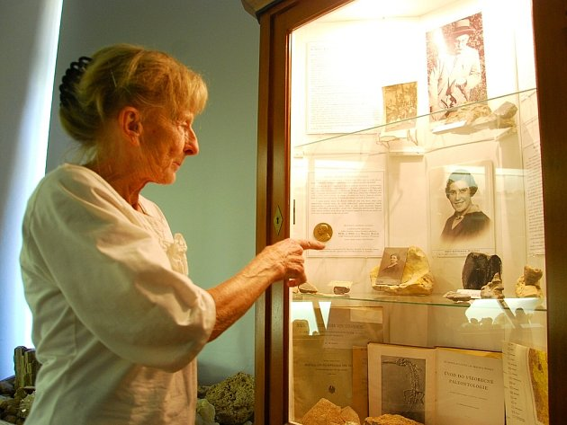 Praneteř slavného paleontologa Maurice Remeše Eva Kreiselová zavítala na kunínský zámek, kde po dlouhé době viděla obraz, který byl v pracovně uznávaného odborníka a má s ním spojené děctví.