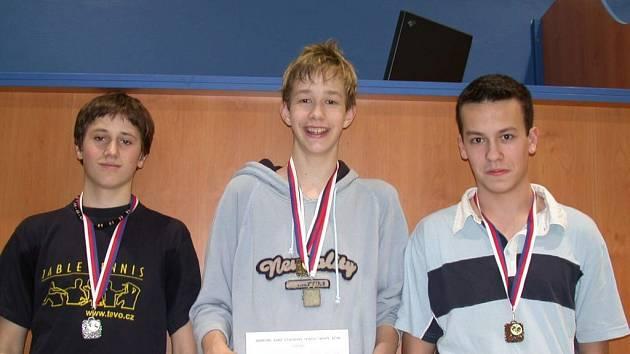 Dorosteneckou kategorii ovládli hráči Nového Jičína v pořadí Jakub Dvořák  (uprostřed), Tomáš Kratochvíl (vlevo) a Rudolf Machalec.