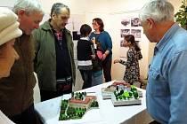 Výstavu věnovanou padesátému výročí požáru zámku v Odrách a jeho následné demolici je možno vidět v Městské galerii v Odrách až do 28. ledna.