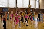 Již šestým rokem se ve sportovní hale při ZŠ Emila Zátopka sešli cvičící v aerobiku, aby se zúčastnili celostátní soutěže DĚTI FITNESS aneb Sportem proti drogám.