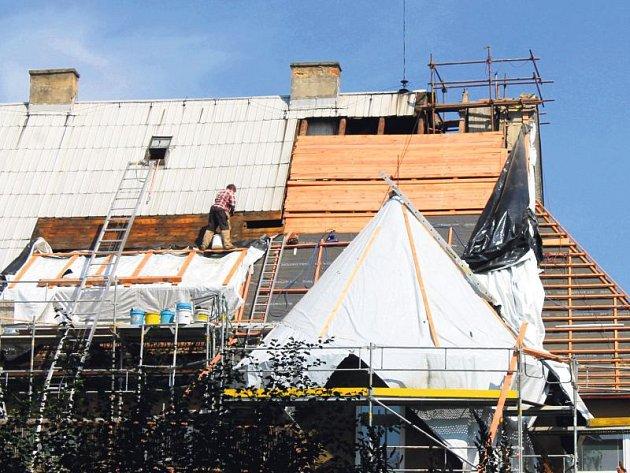 Mateřská škola ve Vančurově ulici prochází rozsáhlou rekonstrukcí střechy.