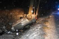 Velké štěstí měla řidička, která v úterý 22. února krátce po devatenácté hodině ve Fulneku, konkrétně v místní části Dolejší Kunčice, havarovala. S automobilem totiž skončila v Husím potoku.