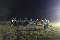K dopravní nehodě došlo ve Fulneku na Novojičínsku. Havarovaný vůz skončil mimo vozovku, pomoci museli hasiči.