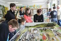 Výstava železničních modelů, která se během soboty 21. a neděle 22. dubna uskutečnila v prostorách Městské knihovny v Novém Jičíně, sklidila velký úspěch.