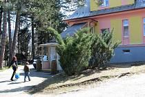 Padesát let od vzniku tamní školky si připomněli v sobotu obyvatelé Bařin, části Štramberku. Do školky zavítala řada návštěvníků, aby si prohlédli kroniky, či se jen tak podívali.