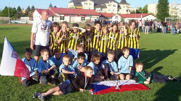 Fotbalisté starší přípravky TJ Nový Jičín nenašli na mezinárodním turnaji v Györu přemožitele a zaslouženě vyhráli.