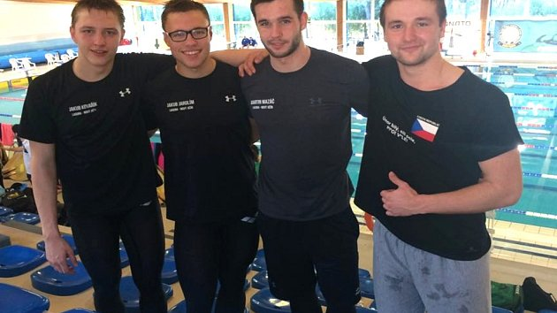 Úspěšná štafeta Laguny (zleva Kovařík, Jarolím, Mazáč a Španihel) vrátila do Nového Jičína po třech letech český rekord.