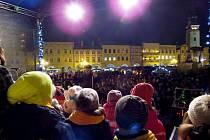 Do akce Česko zpívá koledy se loni ve městech na Novojičínsku zapojily stovky lidí.