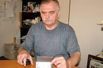 Odstřižený rožek občanského průkazu Jindřichu Vránovi (na snímku) málem zabránil cestě na Slovensko.