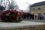 V soboru v deset hodin dopoledne se sešli účastníci vlakového neštětstí ve Studénce po třech měsícíh od tragedie. Od městského úřadu přišli k památníčku na místě neštěstí, kde uctili osm obětí.