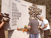 Osm jmen, ke kterým před několika týdny přibyla tři další. To je výčet obětí, jež zahynuly při vlakových neštěstích ve Studénce. Pozůstalí přišli v den sedmého výročí prvního neštěstí zavzpomínat.