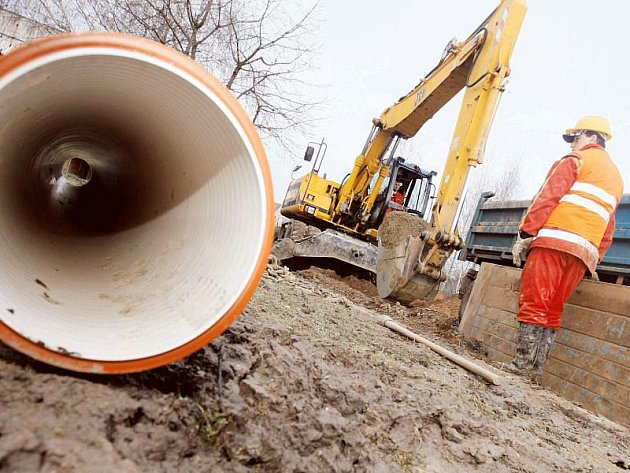 Kanalizace, která na Novojičínsku již několik měsíců vzniká, bude po dokončení měřit přes padesát kilometrů. Napojeno na ni bude zhruba pět tisíc lidí ze dvou obcí a dvou měst.