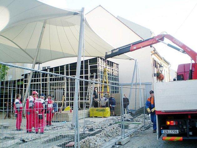 Už brzy si novojičínští budou moci nakoupit na nově zrekonstruované tržnici. Stavební práce za 16 milionů korun totiž skončí do 18. září.