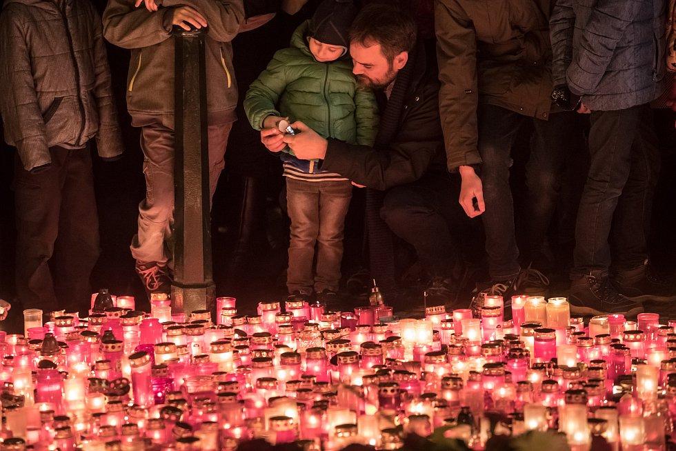 Ilustrační snímek. Vzpomínka na výročí Sametové revoluce a následný pád komunismu.
