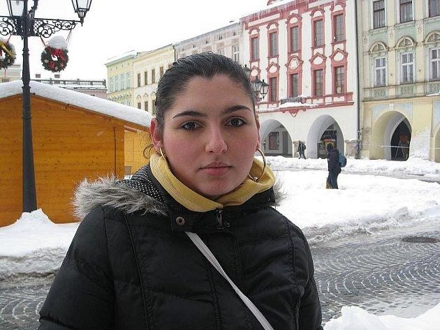 Jitka Tkačová, 22 let, Nový Jičín: Zdá se mi, že chodníky jsou letos špatně udržované, protože se mi po nich s kočárkem špatně chodí. Cesty jsou o něco lepší.