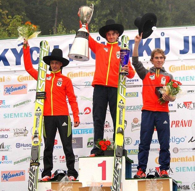 Stupně vítězů v mužské kategorii: zleva Roman Koudelka, vítěz Lukáš Hlava a Antonín Hájek.