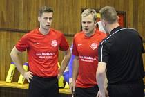 Futsalisté Jakubčovic nad Odrou (zleva David Molnár a Aleš Michálek) jsou výrazným oživením 2. ligy, sk. Východ, ale naposledy doma podlehli ostravskému Baníku.