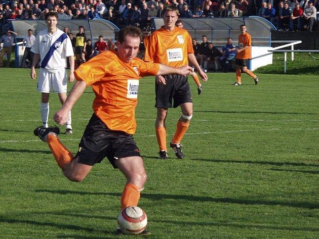Fotbalisté Fulneku (v oranžovém) získali ve Frýdku-Místku jen bod.