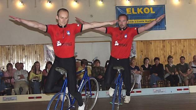 Bratři Kamil a Petr Bartůňkové doma s přehledem zvítězili v národním rekordu.