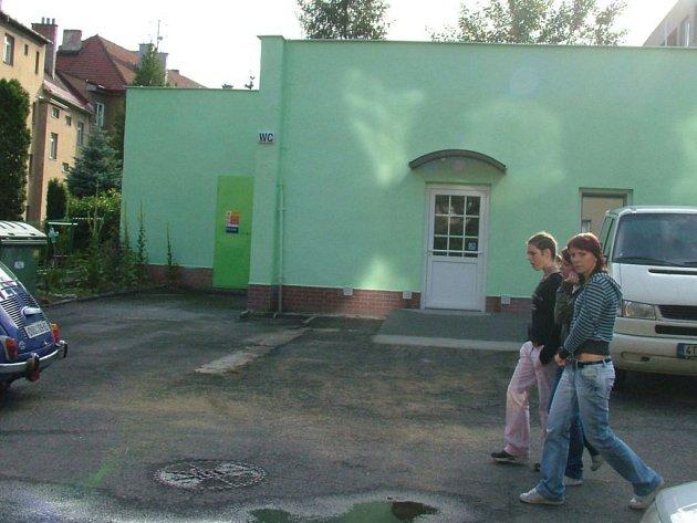 Nové záchodky ve Fulneku.