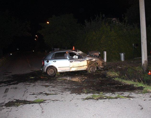 Opilý řidič měl velké štěstí, že vyvázl znehody bez zranění. Auto je na odpis.