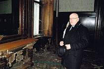 Ministr kultury Daniel Herman při prohlídce Hückelových vil.