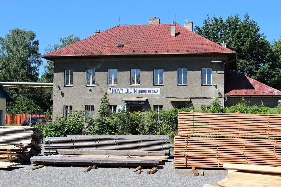 Areál bývalého vlakového Horního nádraží v Novém Jičíně by měl cyklistům sloužit jako zázemí.