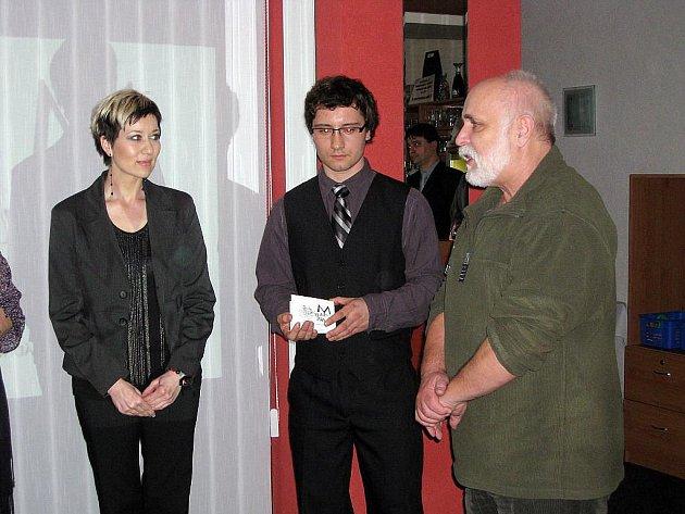 Zdeněk Mateicuc (vpravo) na křtu CD se sbírkou básní Marie Farné ze Studénky.