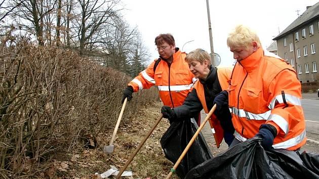 Veřejná služba vykonává ve městech především úklidové práce. Ilustrační foto.