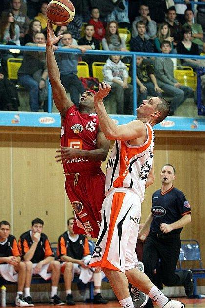 Basketbalisté Nového Jičína ve šlágru 22. kola Mattoni NBL porazili mistrovský Nymburk, který si tak připsal již třetí ligovou porážku v řadě.