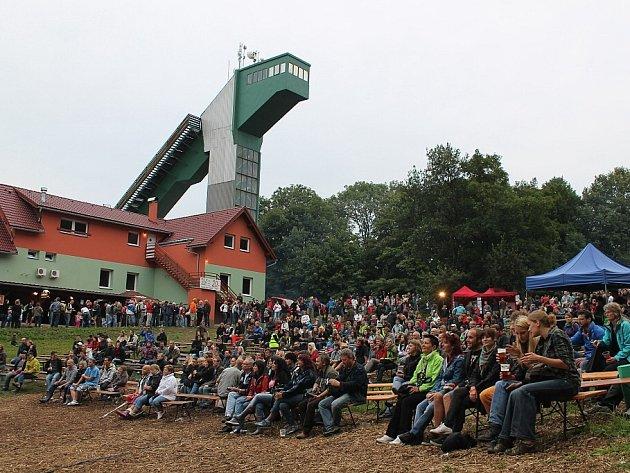 Druhý ročník festivalu Horečky fest 2012 ve Fenštátě pod Radhoštěm přilákal na Horečky téměř dva tisíce lidí.