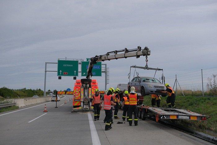Nehoda a vyprošťování 4 polských automobilů na dálnici D1 na Novojičínsku.