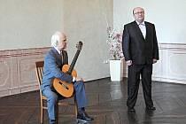 Koncert nevidomého hudebníka a učitele hudby Jiřího Jelínka z Jilemnice si mohli poslechnout v sobotu 6. dubna v podvečer návštěvníci refektáře Piaristického kláštera v Příboře.