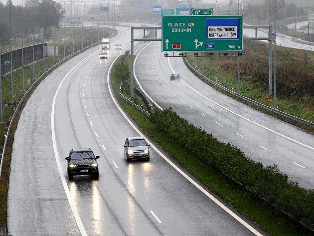 Dálnice se propojí. Čistě po dálnici se z Ostravy až do Prahy dostanou řidiči už na konci listopadu letošního roku.