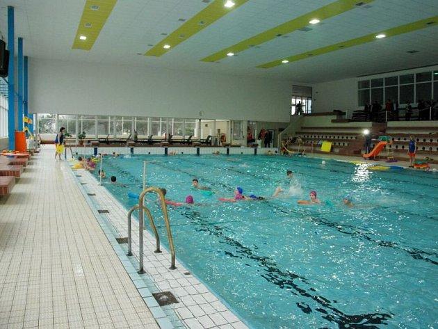 Sportovní hala s krytým bazénem v Novém Jičíně opět slouží veřejnosti, kterou čeká v rekonstruovaném objektu několik novinek.