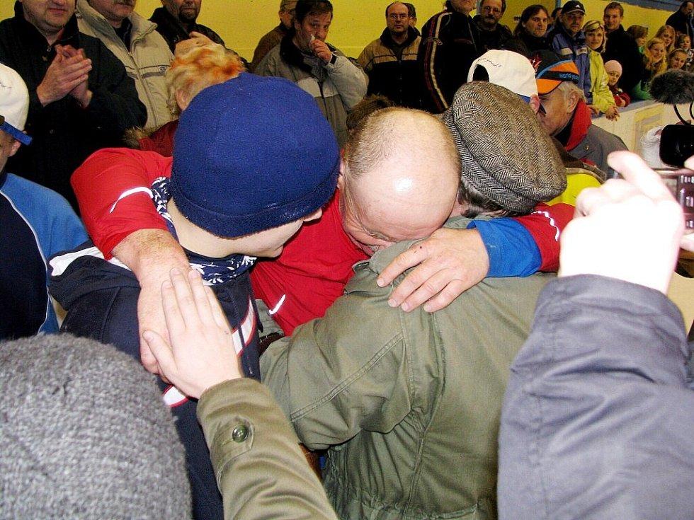 Zhruba o pět kilometrů překonal svůj loňský rekord ve dvanáctihodinovce na bruslích Karel Ligocki ze Suchdolu nad Odrou. V pondělí ujel na zimním stadionu ve Studénce necelých 244 kilometrů.