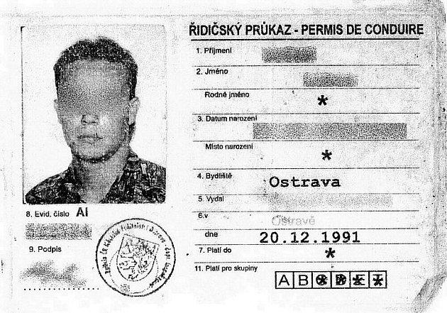 Kopie řidičského průkazu zadrženého muže.